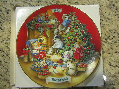 """Vintage 1992 Avon """"Sharing Christmas with Friends"""" Porcelain Plate with 22k Gold"""