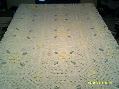 vintage chenille green yellow white tufted bedspread fringe floral daisy cotton