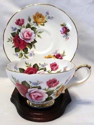 Royal Sutherland Fine Bone China England w/Large Roses Floral Tea Cup & Saucer