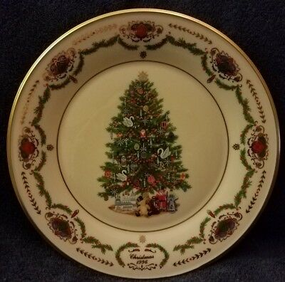 Lenox Christmas Trees Around the World Decorative Plate 1996 Russia