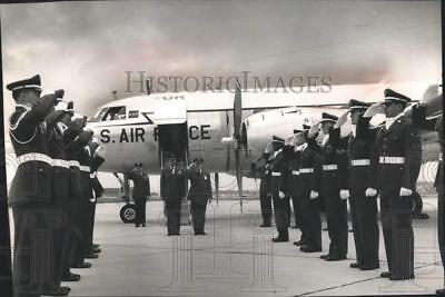1956 Press Photo US Air Force Reservists Honor Guard, Mitchell Field, Milwaukee
