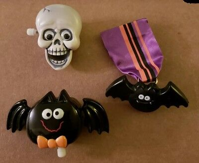 Original Vintage 1980s HALLMARK wind-up Pins of a Bat SKULL ++