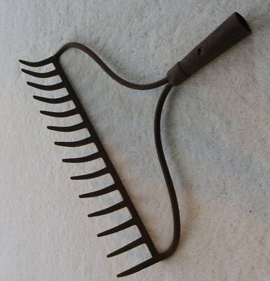 Rusty RAKE HEAD - 14 tines - Wall decor, bird feeder, wreath, glasses, jewelry