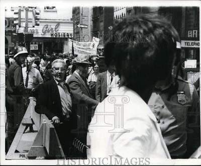 1967 Press Photo New York Antiwar Protesters, Chamber Street Below Broadway NYC
