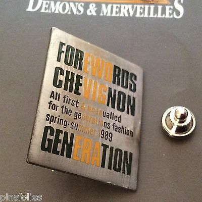 Pin's Folies * Vintage badge Chevignon Clothes Fashion Paris rare 30 *40mm 14