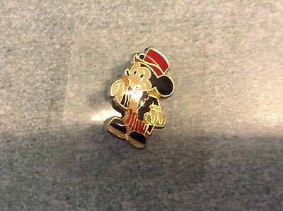 Pins de collection personnage N°7