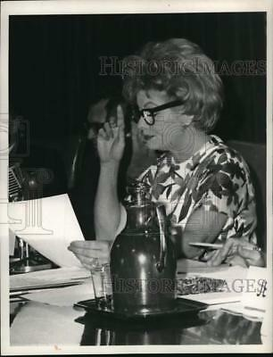 1963 Press Photo Actress Lucille Ball at Desilu Productions Stockholders Meeting
