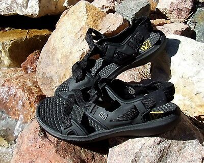 a4af4a0df85 Keen Women s Maupin Hiking Shoes Sandals Size 7 or 8 - read description NWOT