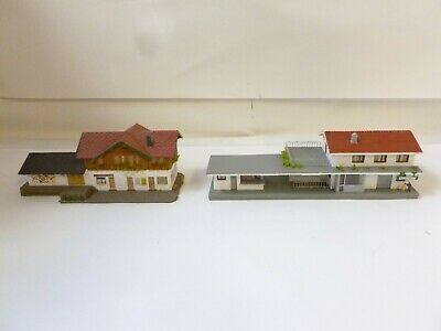 N GAUGE job lot 2 station buildings with platforms (1 is modern style) Pola