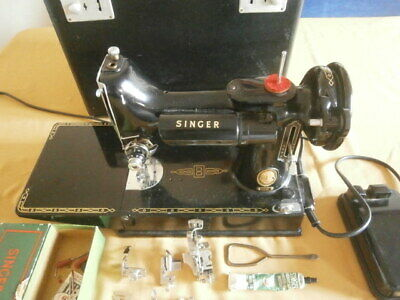 Vintage Singer Featherweight 221K Sewing Machine In Case & Accessories See Video
