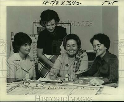 1975 Press Photo Council of Catholic Schools Cooperative Club plan a luncheon
