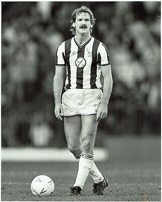 SUPERB 10x8 BLACK and WHITE PRESS PHOTO ALISTAIR ROBERTSON WEST BROMWICH ALBION