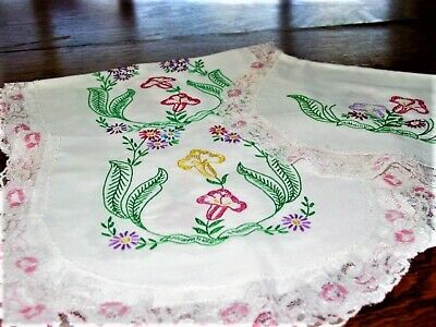 Vtg.LinenTable Runner/BureauScarf Set(3pc)Hd.Embroidery,Florals,Lace Trim 1940's