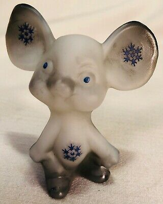 Fenton Glass Airbrushed & Sand Carved Snowflakes Mouse - Rosso USA
