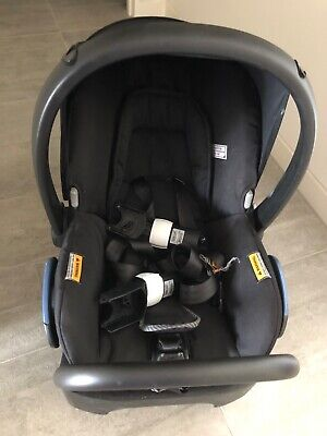 maxi cosi citi capsule with bugaboo Fox / buffalo adapters. GREAT FOR SMALL CARS