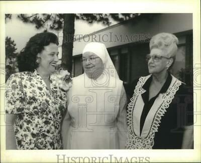 1994 Press Photo Sister Christine Kreuper of Little Sisters of the Poor