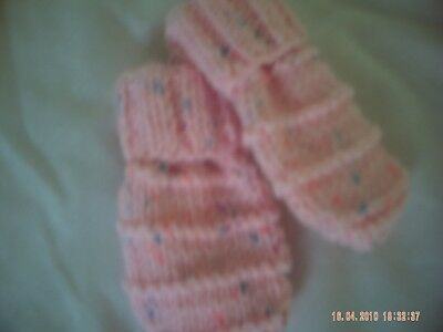 One Pair Hand Knitted Baby Girls Pink Fleck Mittens Size 3-6 Months.