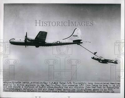 1955 Press Photo US Air Force F-84 Thunderjets refueling in mid air