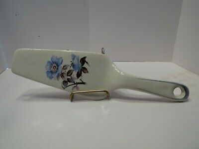 Vintage Universal Potteries pretty blue flower cake/pie lifter