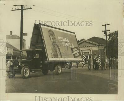 1933 Press Photo A massive 1933 Community Chest Human Service billboard