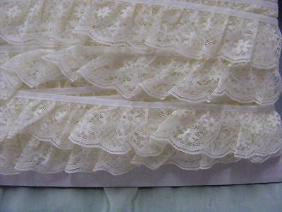 Gathered Lace Cream  20 metres  (008)