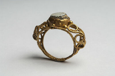ANCIENT GOLD & GLASS FINGER RING BYZANTINE 12th-14th AD