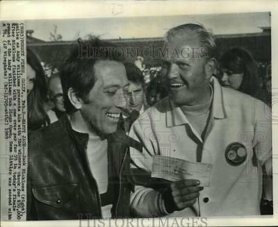 8d92ae56e8ff1 1969 Press Photo Jack Nicklaus and Andy Williams at San Diego Open -  lrs06910