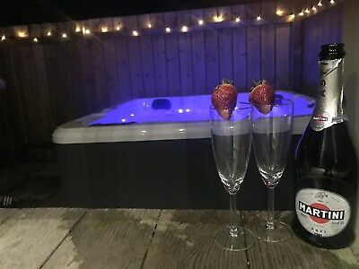 Rolo's Retreat Hot Tub holiday lodge in Northumberland for 3-7 night breaks.