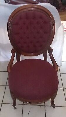 Carved Walnut Victorian Sidechair / Parlor Chair  (SC169)