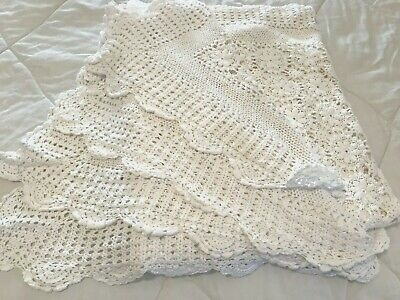 """Vtg Crocheted Table Cloth Floral Circles White 60""""x84"""" Handmade Cottage Chic S6"""