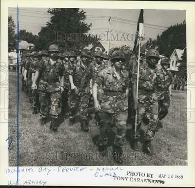 1988 Press Photo National Guardsmen in Memorial Day Parade, West Brighton