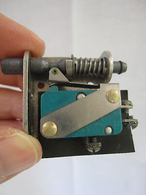 V3-129 WITH JV5 HONEYWELL MICRO SWITCH 125-250 AC//DC  NEW OLD STOCK