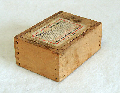 Vintage Succus Cineraria Maritima Wood Quack Medicine Box.. Walker Pharmacal Co