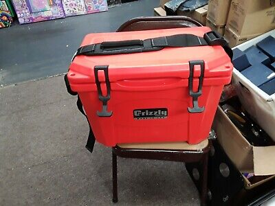 Red NEW Grizzly G15/_RD 15QT Cooler with RotoTough Molded Construction