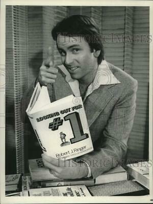 1978 Press Photo Actor John Ritter in a Mary Tyler Moore special - mjx67722