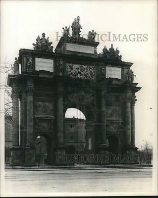 1944 Press Photo Large Architectural Structure in Milan, Italy - mjx95562