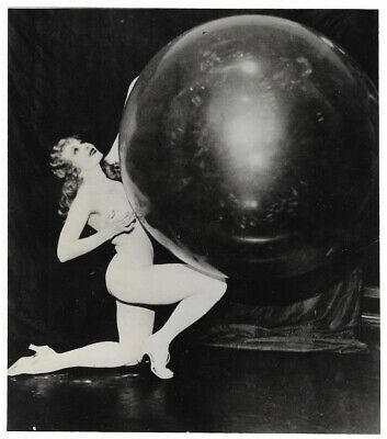 Nude Burlesque Superstar Sally Rand 1930s Vintage Pin-Up Photograph Performing