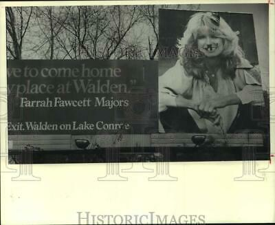 1981 Press Photo Graffitied billboard of Farrah Faucett-Majors in Houston