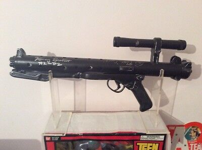 Star Wars Stormtrooper blaster with two authentic autographs Greedo+Kenny Baker