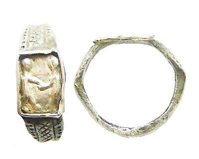 3rd - 4th century AD Roman Silver Wedding / Betrothal Ring Standing Figures