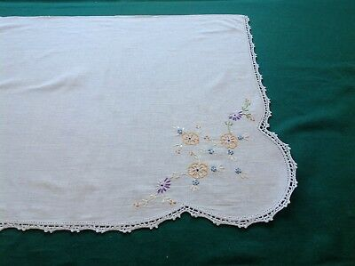 "Vtg White Linen Runner/Buffet Cloth W/Floral Embroidery and Crochet 42"" X 18""#3C"
