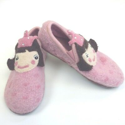 Girls pink warm slippers shoes size 13 (B28*)