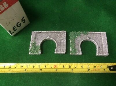 2 X Z Scale Single Track Tunnel Portals, Brick Style, Painted With Foliage