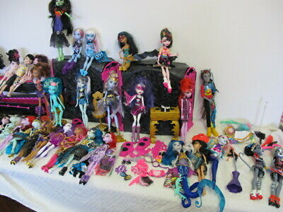 Monster High Lot  Dolls (37) Coffin Disco Playset  Clothes Accessories