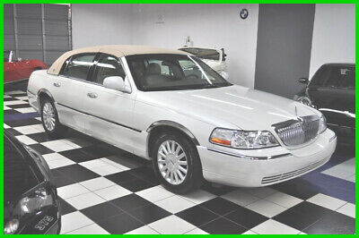 2004 Lincoln Town Car ONLY 25K MILES - PEARL WHITE - AMAZING CONDITION 2004 Signature  EDITION - LOW MILES - GARAGED