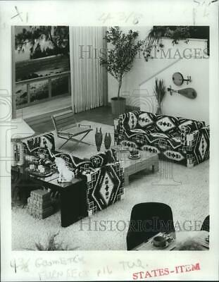 1977 Press Photo Ancient geometric Indian design from Selig Manufacturing Co.