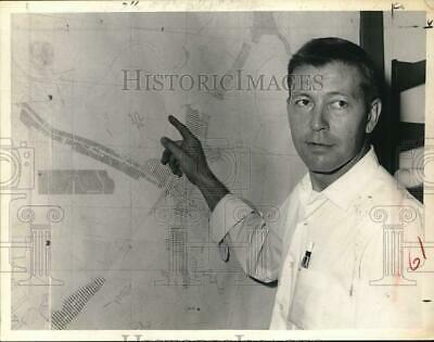 1967 Press Photo James Crighton with planning map in Colonie, New York Town Hall