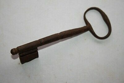 ANCIENT ENGLISH MEDIEVAL IRON KEY 14/15th CENTURY