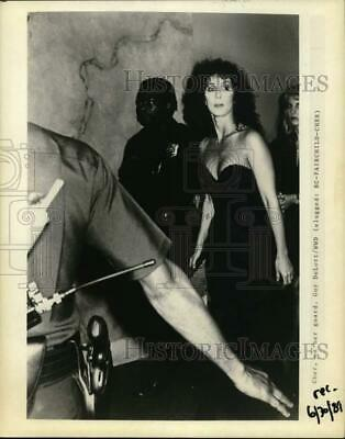 1989 Press Photo Actress Cher walks with security guards - hcp33550