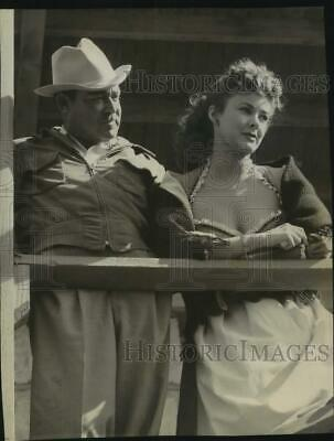 1952 Press Photo Actress Mary Sinclair & Actor Perform in Western Roles